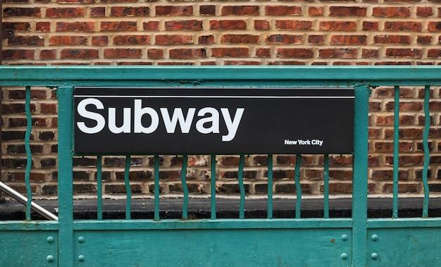Signe de métro à new york Photo Premium