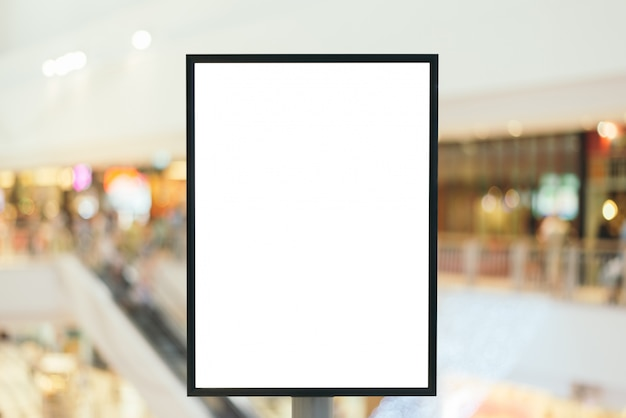 Signe Vierge Avec Espace Copie Pour Votre Message Texte Ou Contenu Dans Un Centre Commercial Moderne. Photo gratuit