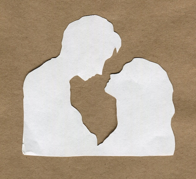 Silhouette Blanche D'amoureux Sur Papier Kraft Photo Premium