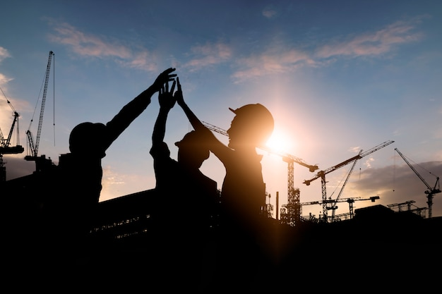 Silhouette de l'équipe de travailleurs de la construction Photo Premium