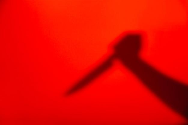 Silhouette de la main avec un couteau Photo gratuit