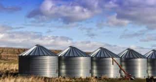 Des silos à grain Photo gratuit