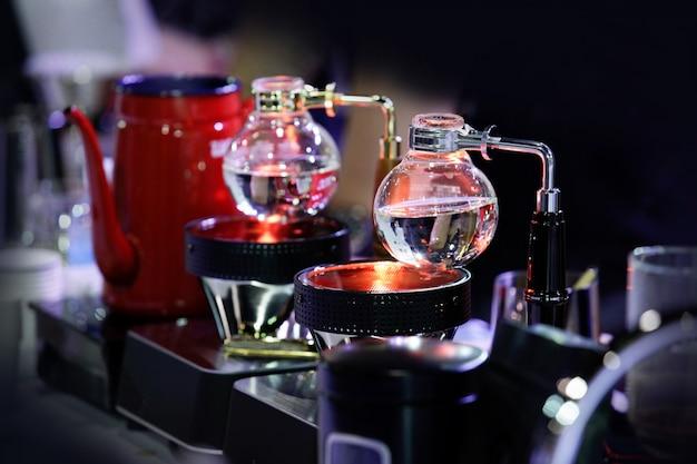 Siphon coffee maker café café, travail de café Photo Premium
