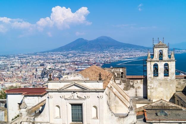 Skyline de naples de castel sant'elmo, italie Photo Premium