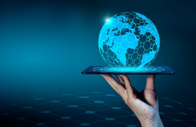 Smart phones et globe connections un monde de communication peu commun internet Photo Premium