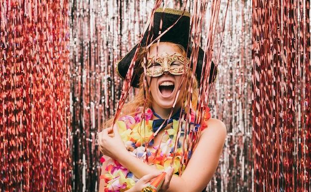 Smiley Faible Angle Féminin Costumé Photo gratuit