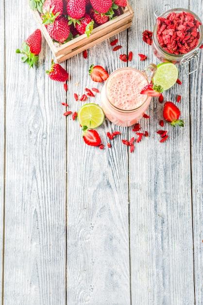 Smoothie fraise et goji Photo Premium