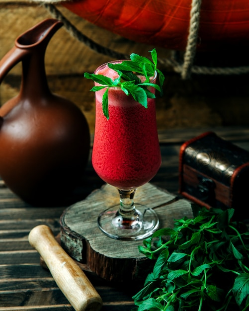 Smoothie froid menthe feuille Photo gratuit