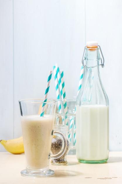Smoothie lait banane Photo Premium