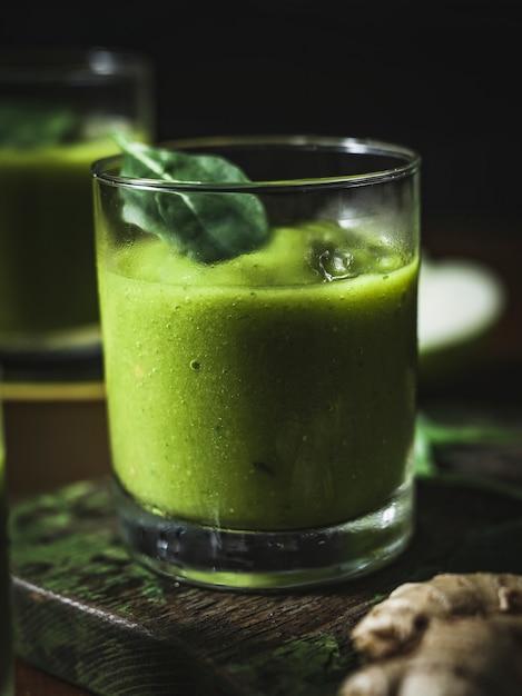 Smoothie végétalien au gingembre Photo gratuit
