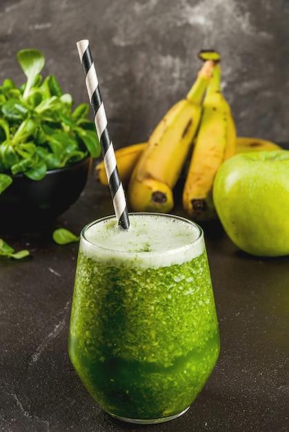 Smoothie Vert Aux Fruits Et Légumes Photo Premium