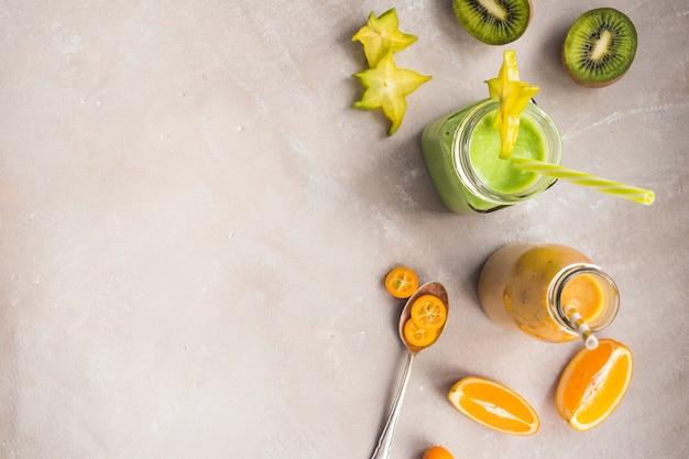 Smoothie vert sain et délicieux Photo gratuit