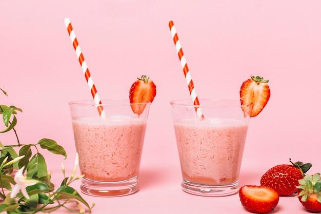 Smoothies aux fraises santé vue de face Photo gratuit