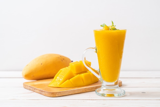 Smoothies à la mangue fraîche Photo Premium