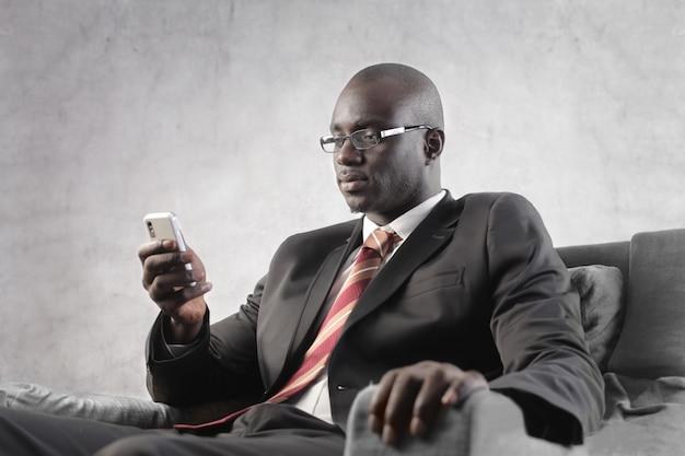 Sms Noir D'homme D'affaires Photo Premium