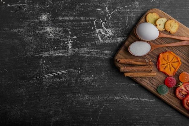 Snack Board Avec Des Craquelins Et Des Légumes Photo gratuit