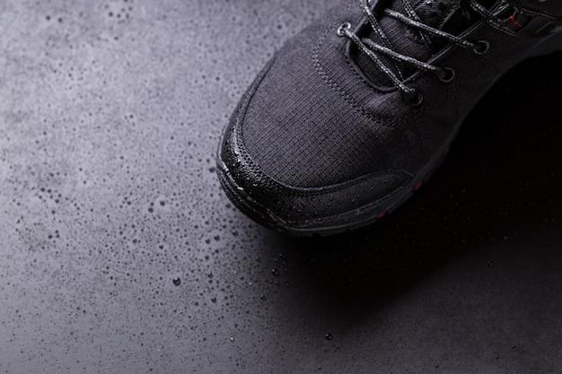 Sneakers Homme Noir Avec Gouttes D'eau, Photo Premium