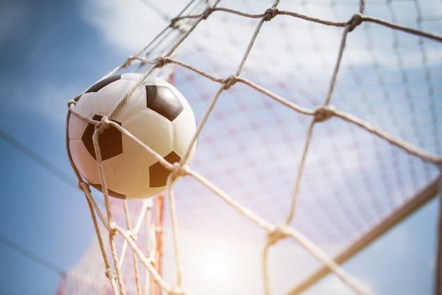 Soccer Dans Le Concept De Réussite De L'objectif Photo gratuit