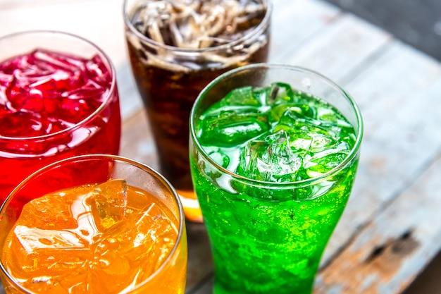 Soda Aux Boissons Colorées Photo gratuit