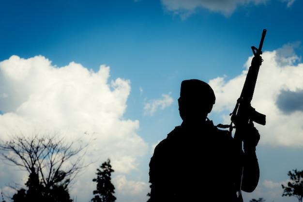 Soldat silhouette Photo Premium