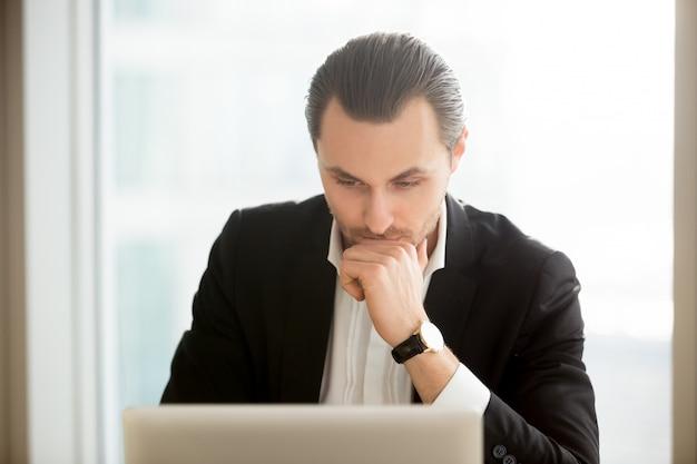 Solution de recherche ciblée pour hommes d'affaires sur internet Photo gratuit