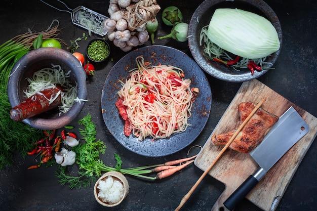 Som Tam Thai -ingrédients Salade De Papaye Thai Food Style Photo Premium