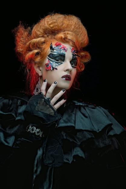 Sorcière Gothique. Femme Noire. Image D'halloween. Photo Premium