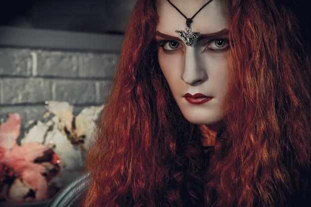 Sorcière halloween se prépare pour la fête des morts Photo Premium