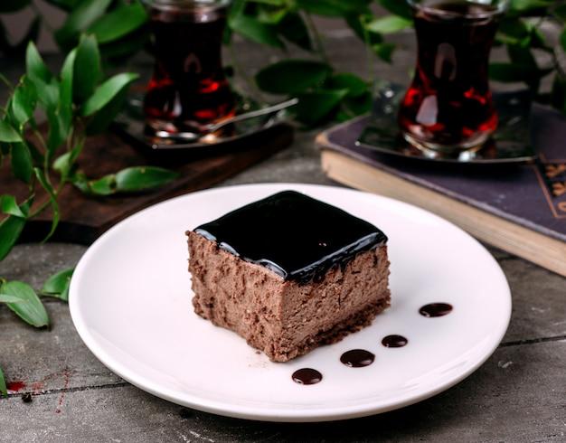 Soufflé Au Chocolat Sur La Table Photo gratuit