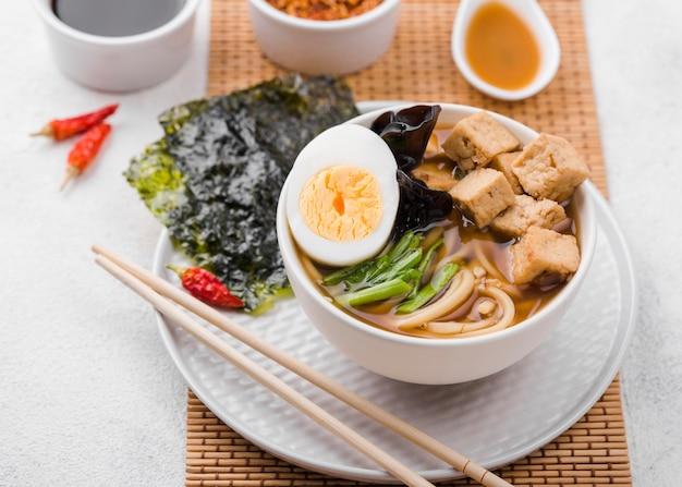 Soupe Asiatique Aux Nouilles Ramen Et Oeuf Photo gratuit
