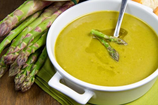 Soupe d'aspèrges Photo Premium