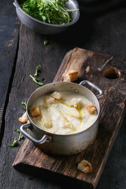 Soupe aux asperges blanches Photo Premium