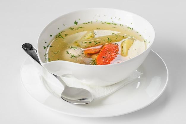Soupe Aux Boulettes De Dinde, Pommes De Terre Et Légumes. Mise Au Point Sélective Photo Premium