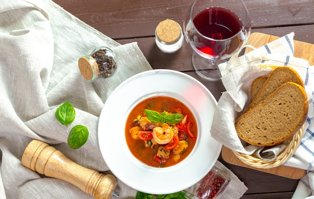 Soupe Aux Fruits De Mer Photo Premium