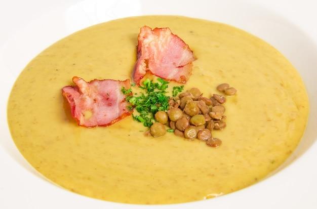 Soupe Aux Pois Avec Bacon Photo gratuit