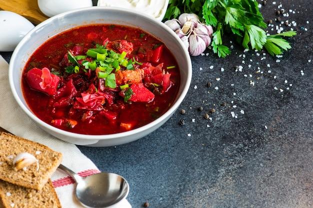 Soupe à La Betterave Ukrainienne Bortsch Photo Premium