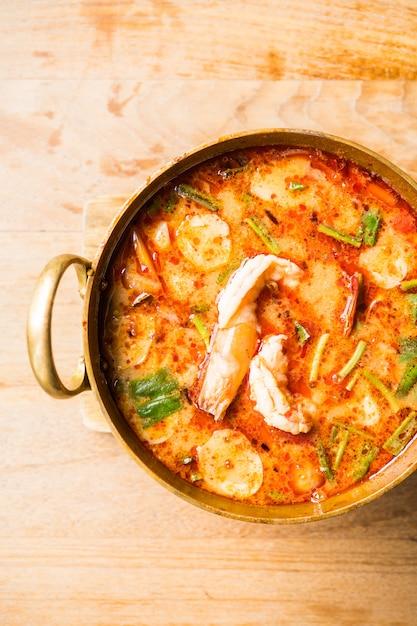Soupe épicée aux crevettes Photo gratuit