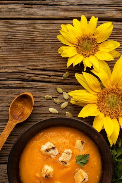 Soupe Et Fleurs D'automne Photo gratuit