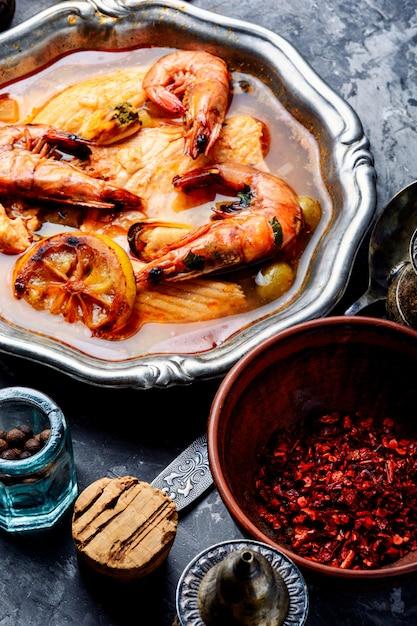 Soupe De Fruits De Mer Aux Crevettes Et Moules Photo Premium