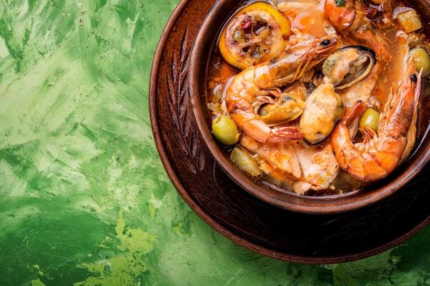 Soupe De Fruits De Mer Frais Photo Premium