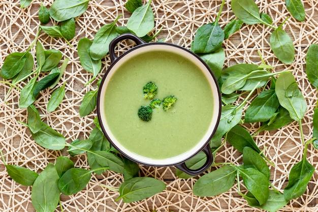 Soupe Maison De Brocoli Et D'épinards Photo gratuit