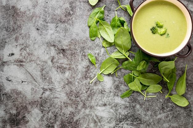 Soupe Maison De Brocoli à Plat Photo gratuit