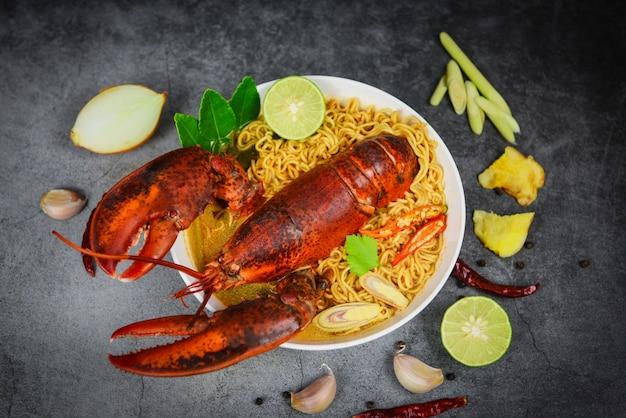 Soupe de nouilles au homard Photo Premium