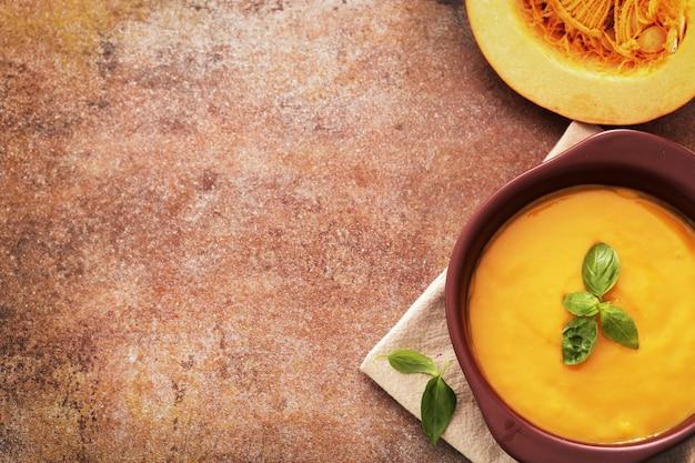 Soupe De Potiron Dans Un Bol Photo gratuit