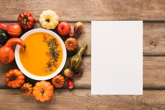 Soupe de potiron vue de dessus avec espace de copie Photo gratuit