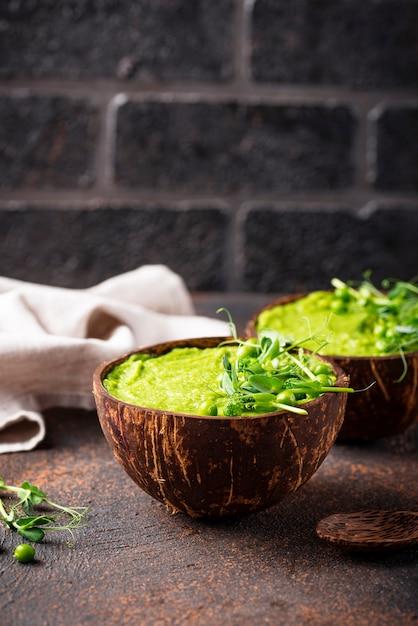 Soupe végétalienne au brocoli Photo Premium