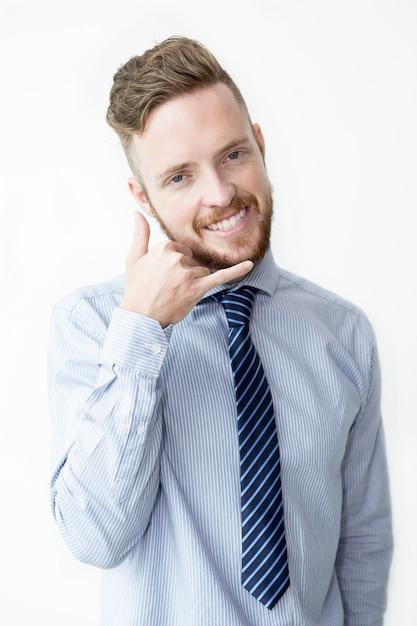 Sourire business man making call me gesture Photo gratuit