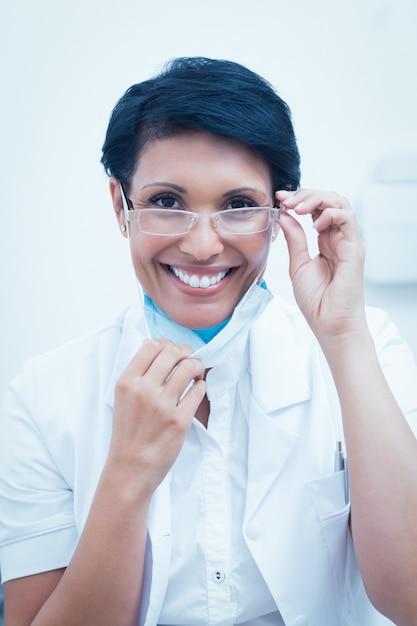 Sourire Confiant Femme Dentiste Photo Premium