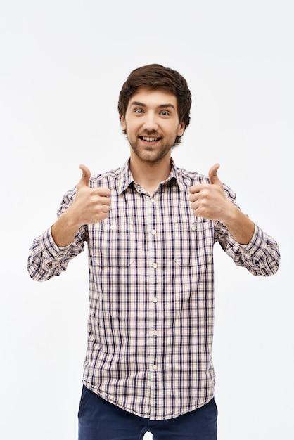 Sourire Heureux Homme Pouce Levé Photo gratuit