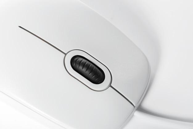 Souris d'ordinateur isolée sur fond blanc Photo Premium